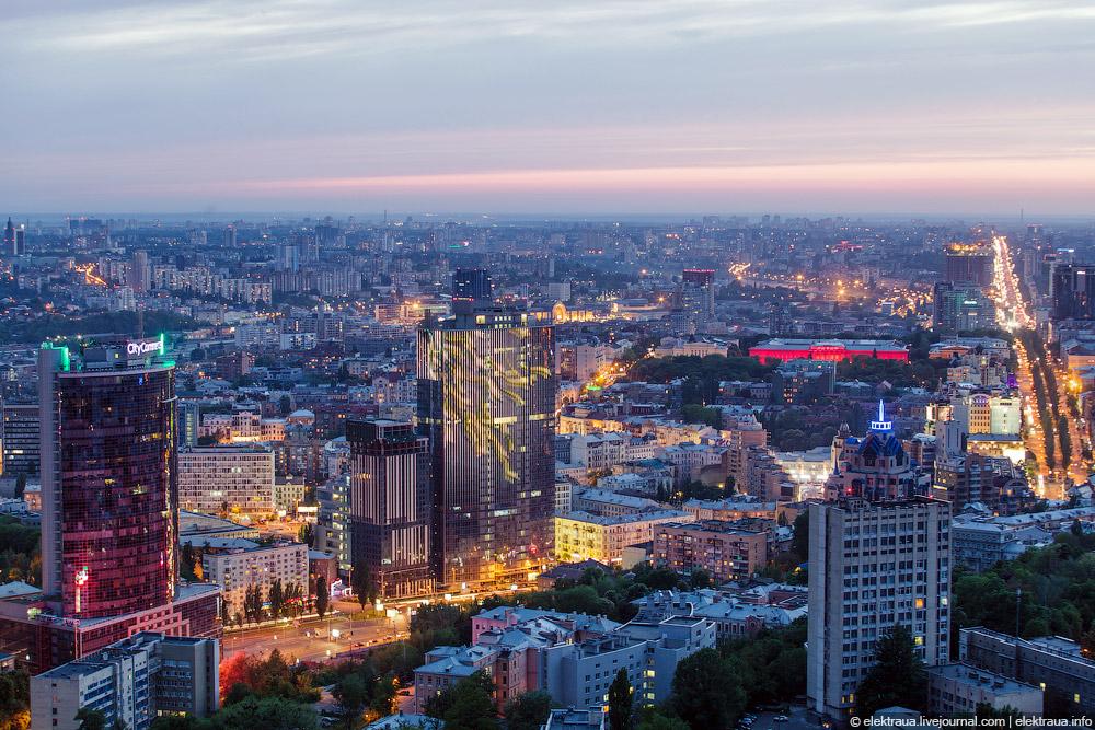 Центр Киева. БЦ Парус и БУ Гулливер